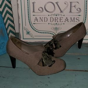 OK Sz 8M Tweed Look Bow Top Heels
